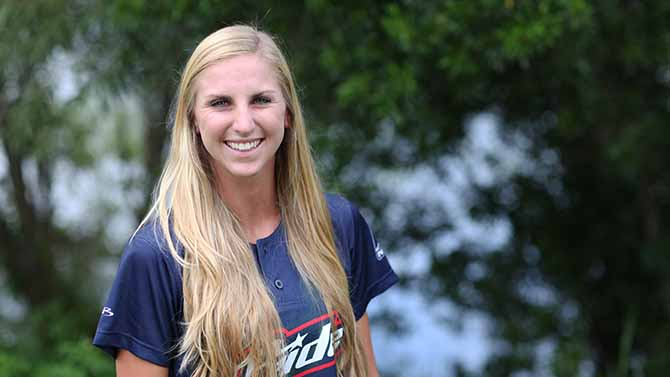 Former Florida Gator, Aubree Munro, Signs With the USSSA Pride